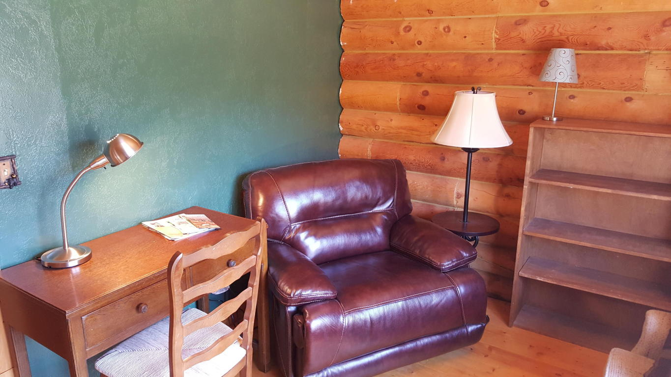 Full log cabin for sale at Panguitch Lake
